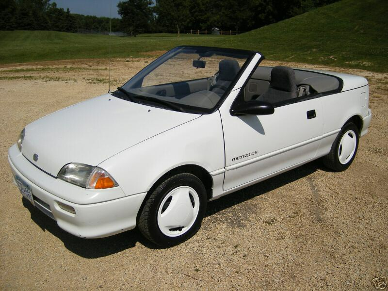 pic of a White Metro LSI convertible